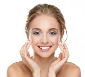 gezicht met natuurlijke producten verzorgen