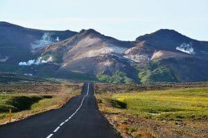 IJsland weg en bergen